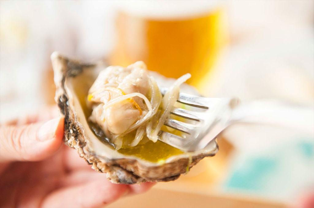 Ostra escabechada con granizado de manzana y vodka en Restaurante Nou Manolín Alicante