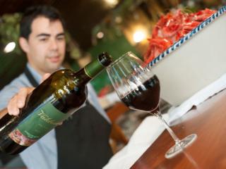 Vino tinto, en el Restaurante Nou Manolín de Alicante